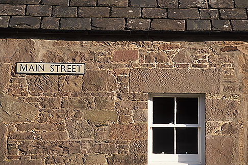 image 1-524-12 Scotland, Angus, Glamis Village