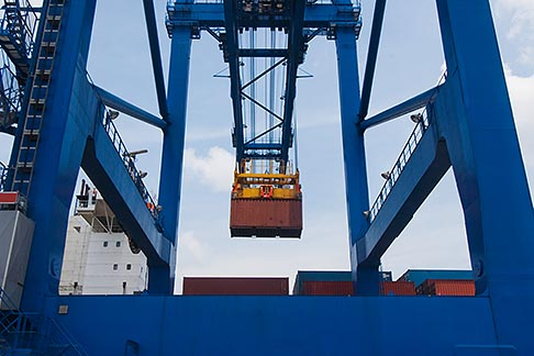 image 7-678-5849 Shipping, Container crane at port