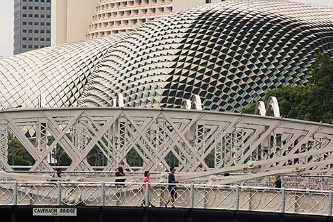 image 7-680-4517 Singapore, Esplanade Theatres on the Bay Arts Centre and Cavenagh Bridge