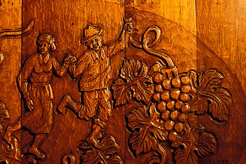 image 1-421-57 South Africa, Stellenbosch, Wine barrel carving
