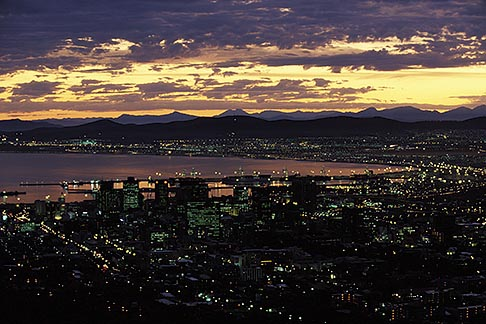 image 1-423-80 South Africa, Cape Town, Downtown at dawn