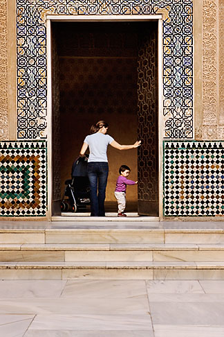 image S4-540-9756 Spain, Granada, Mother and Child, Palacio Nazaries, The Alhambra