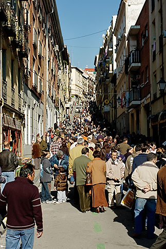 image S4-545-514 Spain, Madrid, El Rastro, street market