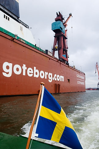 image 5-700-2128 Sweden, Goteborg, Container ship in harbor