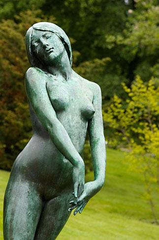 image 5-700-5012 Sweden, Goteborg, Statue, Tradg�rdsforeningen