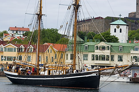 image 5-710-5341 Sweden, Marstrand, Harbor and Carlsten Fortress