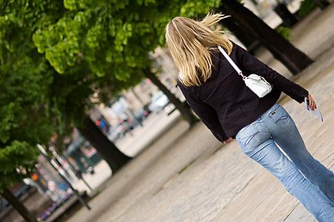 image 5-720-4118 Sweden, Stockholm, Crossing the street