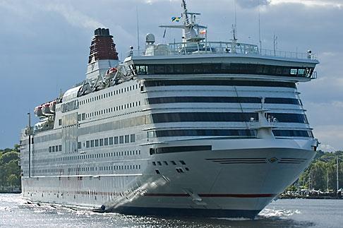 image 5-720-6146 Sweden, Stockholm, Cruise ship