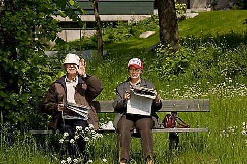 image 5-720-6669 Sweden, Stockholm, Couple beside Royal Canal