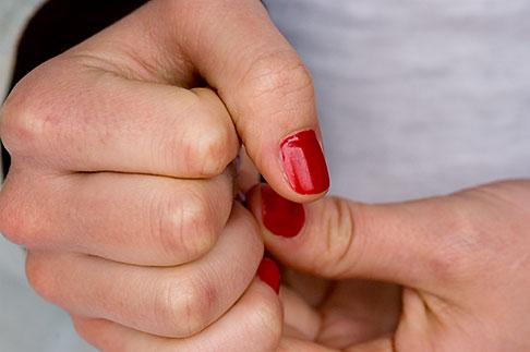 image 5-720-7223 Sweden, Stockholm, Hands