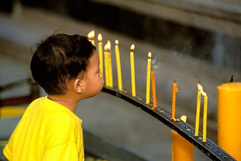 image 0-361-48 Thailand, Chiang Mai, Candles, Doi Suthep