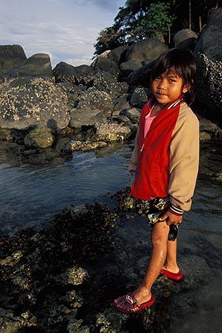 image 7-523-15 Thailand, Phuket, Collecting mussels, Nai Yang Beach
