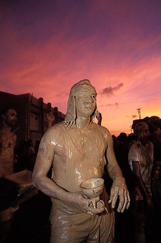 image 8-138-1 Trinidad, Carnival, Jour Ouvert JOuvert
