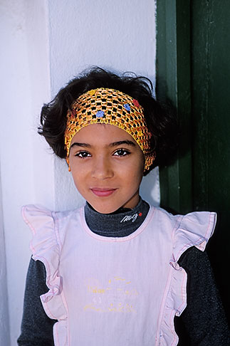 image 3-1100-16 Tunisia, Tozeur, Portrait of young girl