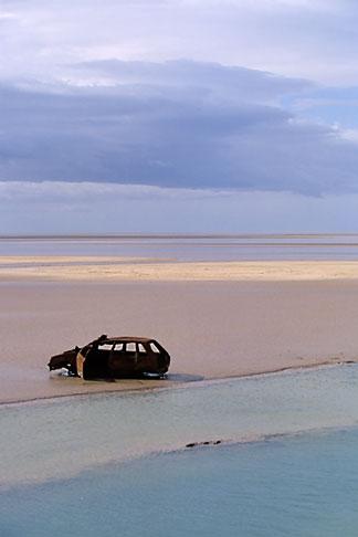 image 3-1100-20 Tunisia, Chott el Jerid, Abandoned car