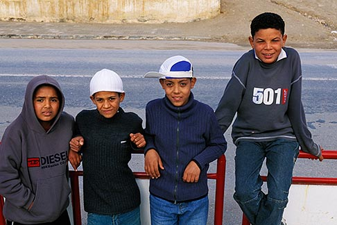 image 3-1100-55 Tunisia, Kids on roadside