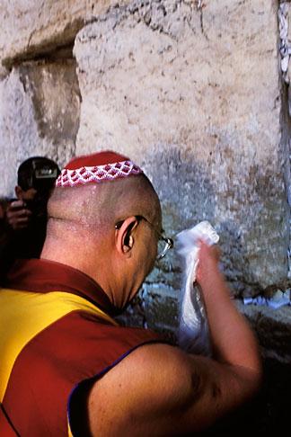 image 9-340-21 Israel, Jerusalem, Dalai Lama at Western Wall