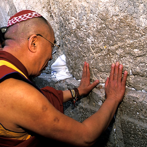 9-340-22  stock photo of Israel, Jerusalem, Dalai Lama at Western Wall
