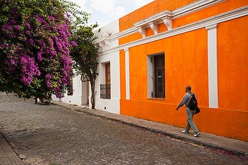 image 8-802-4430 Uruguay, Colonia del Sacramento, Historic Quarter, cobbled street