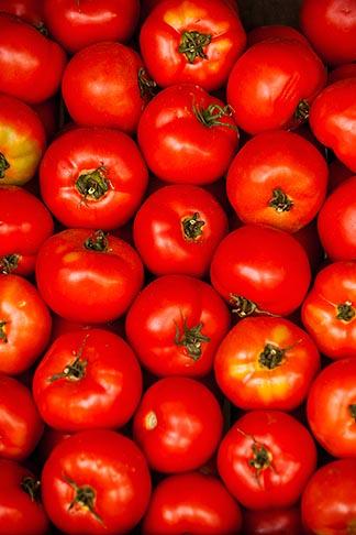 image 8-803-4711 Uruguay, Colonia del Sacramento, Tomatoes in market stall