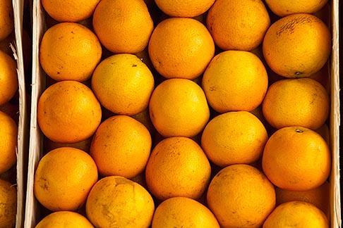 image 8-803-4721 Uruguay, Colonia del Sacramento, Oranges in market stall