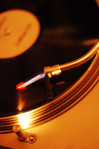 image S4-360-2109 Music, Turntables