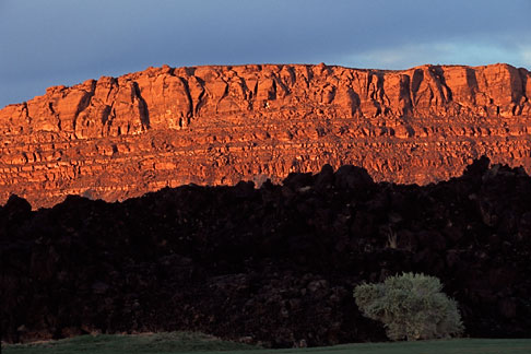 image 3-860-77 Utah, St George, Entrada at Snow Canyon, Red rock hills
