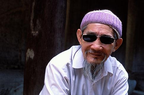 image S3-194-12 Vietnam, Hanoi, Old Man, Van Mieu  Quoc Tu Giam Temple of Literature