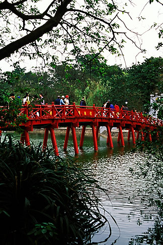 image S3-194-25 Vietnam, Hanoi, Huc Bridge, Hoan Kiem Lake