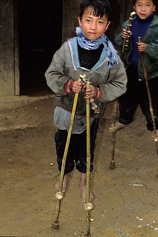 image S3-194-31 Vietnam, Sapa, Young boy on stilts