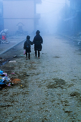 image S3-194-33 Vietnam, Sapa, Walking in fog