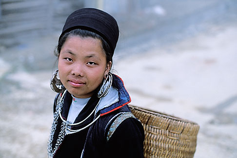 image S3-194-34 Vietnam, Sapa, HIll Tribe Vendor