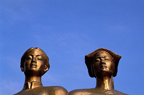 image S3-194-5 Vietnam, Dien Bien Phu, Statue, Cemetery