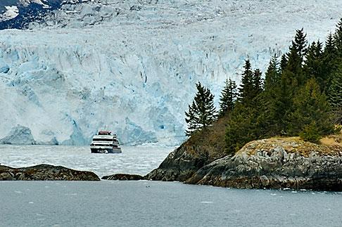 image 5-650-481 Alaska, Prince WIlliam Sound, Tour ship and glacier