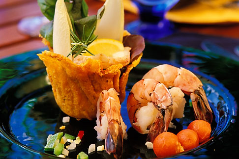 image 4-601-18 Food, Warm peppered jumbo shrimp and lobster in cheese basket
