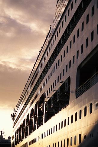 image 4-604-24 Antigua, St Johns, Cruise ship