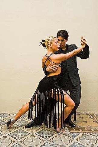 image 8-801-5830 Argentina, Buenos Aires, Tango dancers