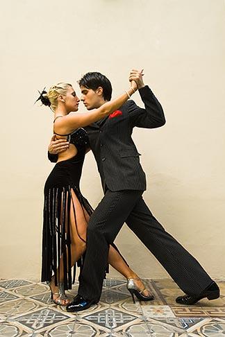 image 8-801-5839 Argentina, Buenos Aires, Tango dancers