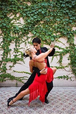image S8-451-10556 Argentina, Buenos Aires, Tango dancers