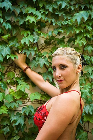 image S8-451-10761 Argentina, Buenos Aires, Tango dancer, solo portrait, young woman