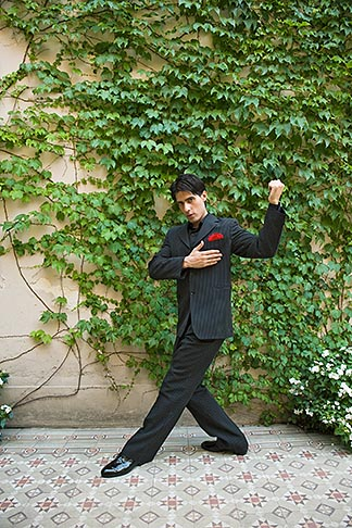 image S8-451-10823 Argentina, Buenos Aires, Tango dancer, solo portrait, young man