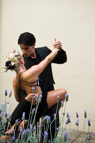 image S8-451-10867 Argentina, Buenos Aires, Tango dancers