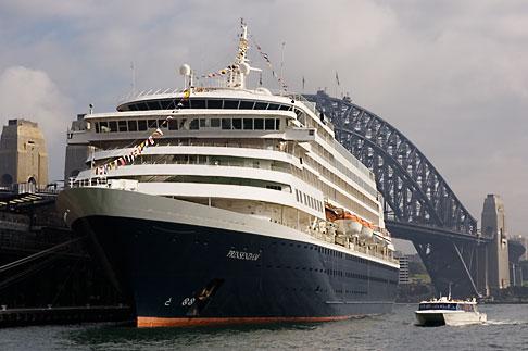 image 5-600-1435 Australia, Sydney, Cruise Ship