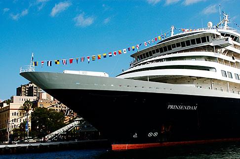 image 5-600-1441 Australia, Sydney, Circular Quay, Cruise ship