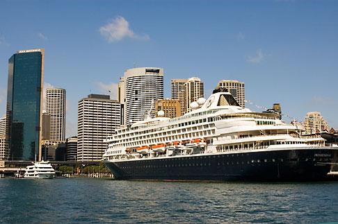 image 5-600-1496 Australia, Sydney, Circular Quay, Cruise ship