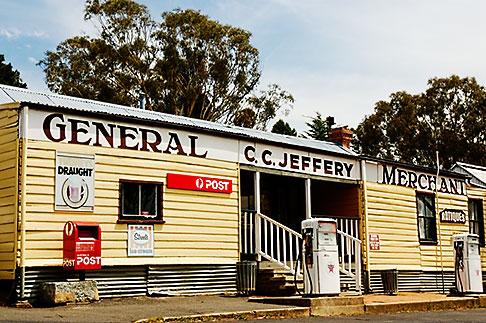 image 5-600-1630 Australia, Australian Capital Territory, Tharwa, General Store