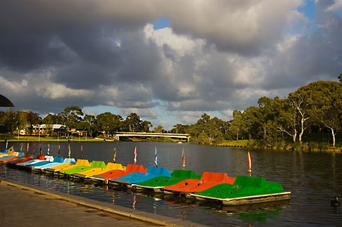 image 5-600-2375 Australia, Adelaide, Torrens Lake