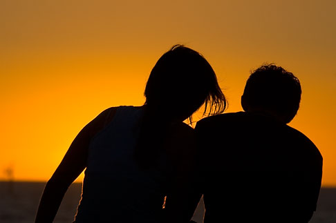 image 5-600-9165 Australia, South Australia, Couple watching sunset