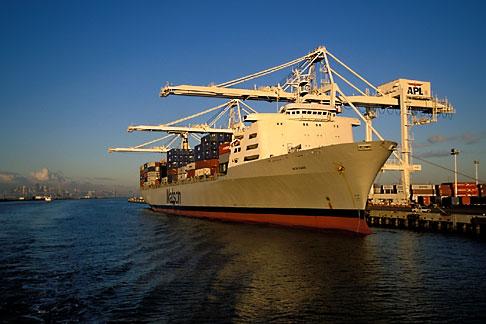 image 2-239-37 California, Oakland, Port of Oakland, APL Terminal