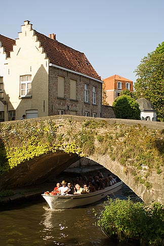 image 8-740-727 Belgium, Bruges, Tourist sightseeing boat on canal passing under bridge